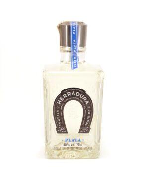 Herradura Plata Tequila je vrhunska tekila, proizvedena od Casa Herradura iz planinskog lanca Sierre-Madre.Ova tekila je čuva četrdeset dana u hrastovim bačvama pre punjenja u flašu.
